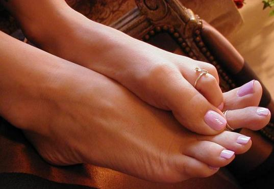 Утолщенные ногти на ногах: лечение и профилактика